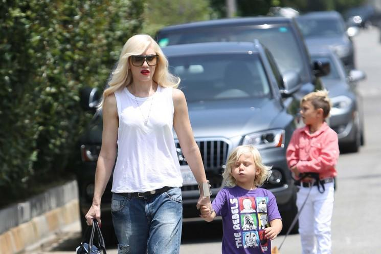Gwen Stefani Heads Pour Jessica Albas maison avec ses enfants pour les honneurs Anniversaire (Photos)
