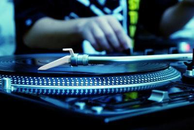 Ce qui mérite un DJ?  - Trouver la description d'emploi