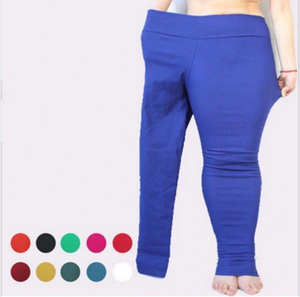 Ces leggings taille plus sont commercialisés dans la manière la plus bizarre