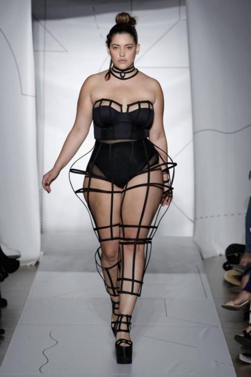 """Modèle pionnier Denise Bidot a une réponse super-intelligent pour être appelé """"plus-size"""""""