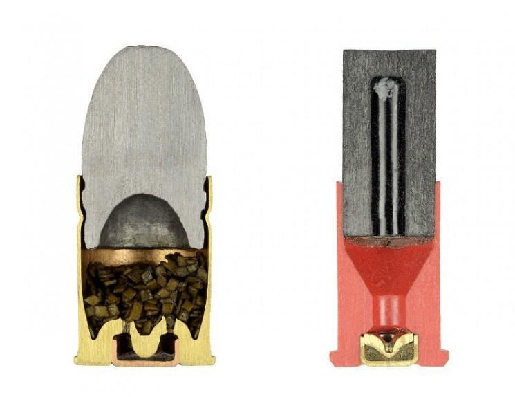 Photos de balles coupées en deux par Sabine Pearlman