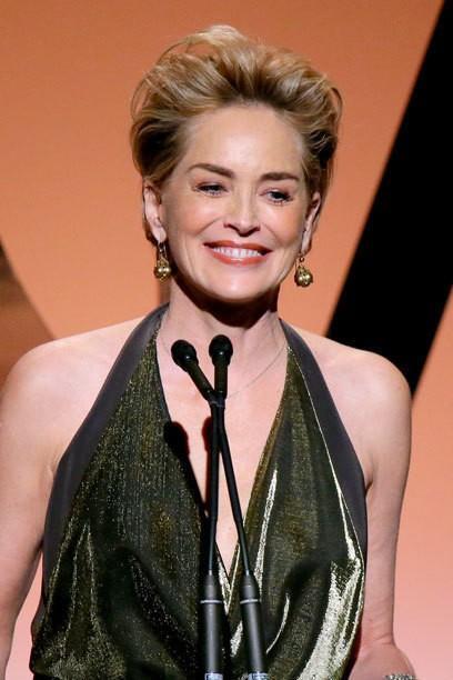 Sharon Stone sans maquillage avec des taches foncées