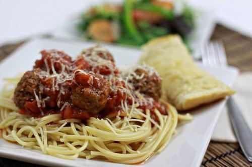 Facile sauce à spaghetti et la Hoover FLOORMATE Défi