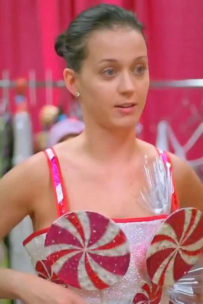 Katy Perry sans maquillage - Qui a besoin de cheveux bleus et Faux cils?