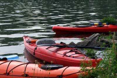 Entrez dans le kayak - donc réussit de