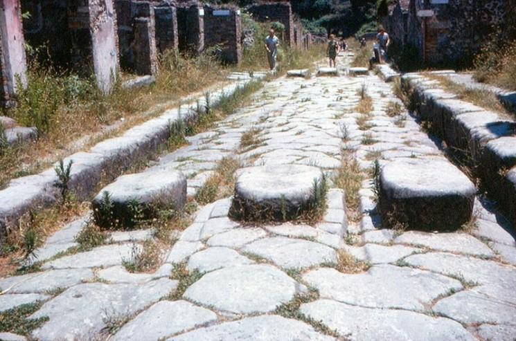 Tracks chars dans les rues de Pompéi
