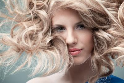 Endommagé soin des cheveux avec des remèdes maison
