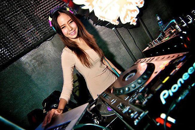 Top 10 les plus sexy et les plus chaudes DJs fille asiatique