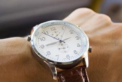 Utilisez horloge comme une boussole