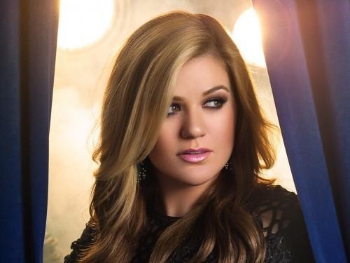 La réponse de Kelly Clarkson aux tweets de corps-honte terrible est la perfection
