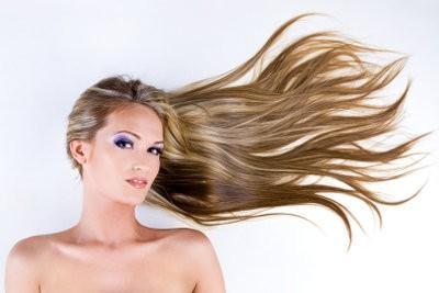 Couleur des cheveux Blonde - donc vous appliquer le maquillage pour correspondre à la couleur des cheveux