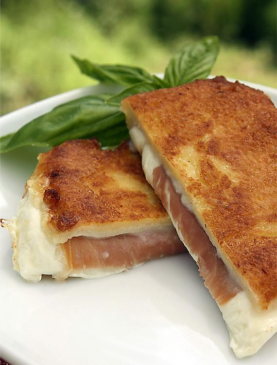 Sans blague, Avril est le Mois national de Grilled Cheese!