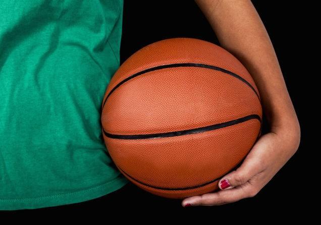 Cette équipe de basket-ball filles de l'école »du milieu est straight-up conquérir dans une ligue de garçons
