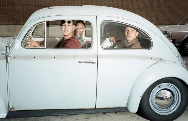 Andrew Bush prend des photos de gens Conduire