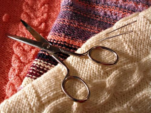 Lorsque tricoter la fin coudre correctement