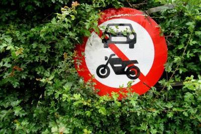 Permis de conduire pour voiture et moto - les coûts peuvent vous faire économiser de manière