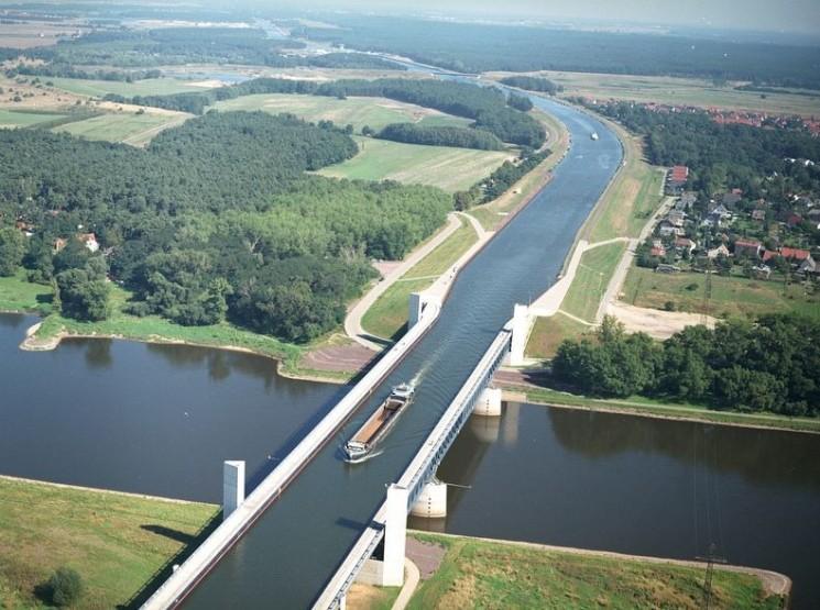 3 ponts d'eau les plus impressionnantes autour du monde