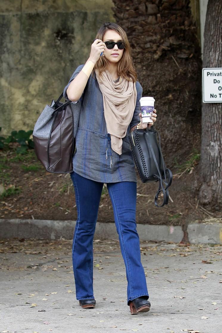 Jessica Alba Shows Off Body Slim Boot-Cut Jeans (Photos)