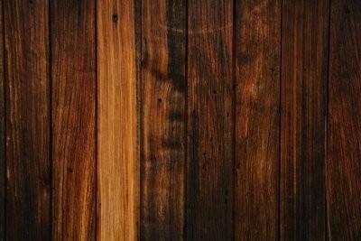 Fixer les panneaux de bois sur le mur - voici comment