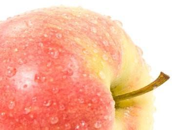 Tarte aux pommes avec crème anglaise et crumble - recette