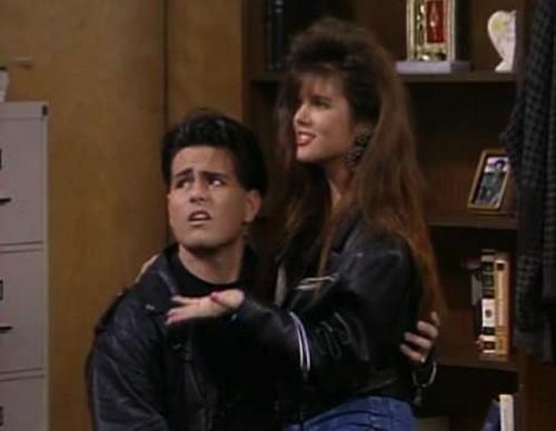En l'honneur de l'anniversaire de Tiffani Thiessen, un regard sur le Kelly Kapowski tenues nous voulions tous désespérément