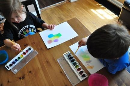 Toddler artisanat de la semaine: Papillons de main-forme