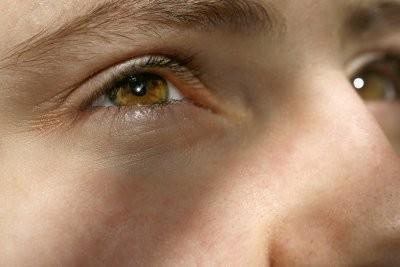 Teinture des sourcils - de sorte qu'ils semblent naturels