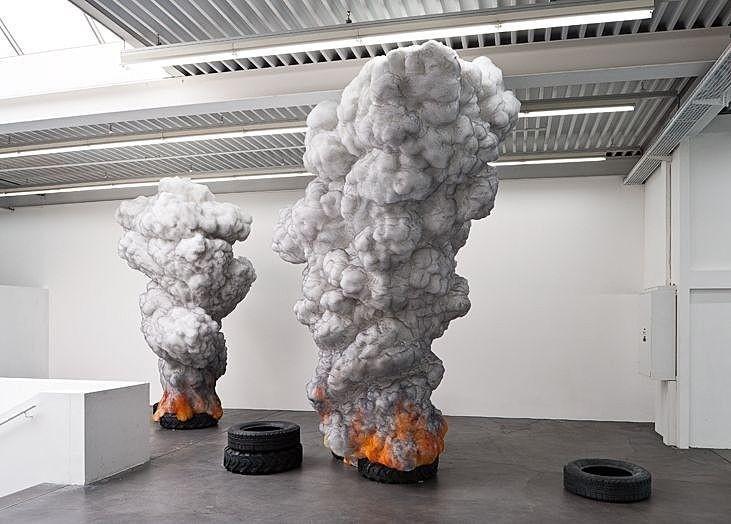 sculpture incroyable de pneus de combustion par gal weinstein. Black Bedroom Furniture Sets. Home Design Ideas
