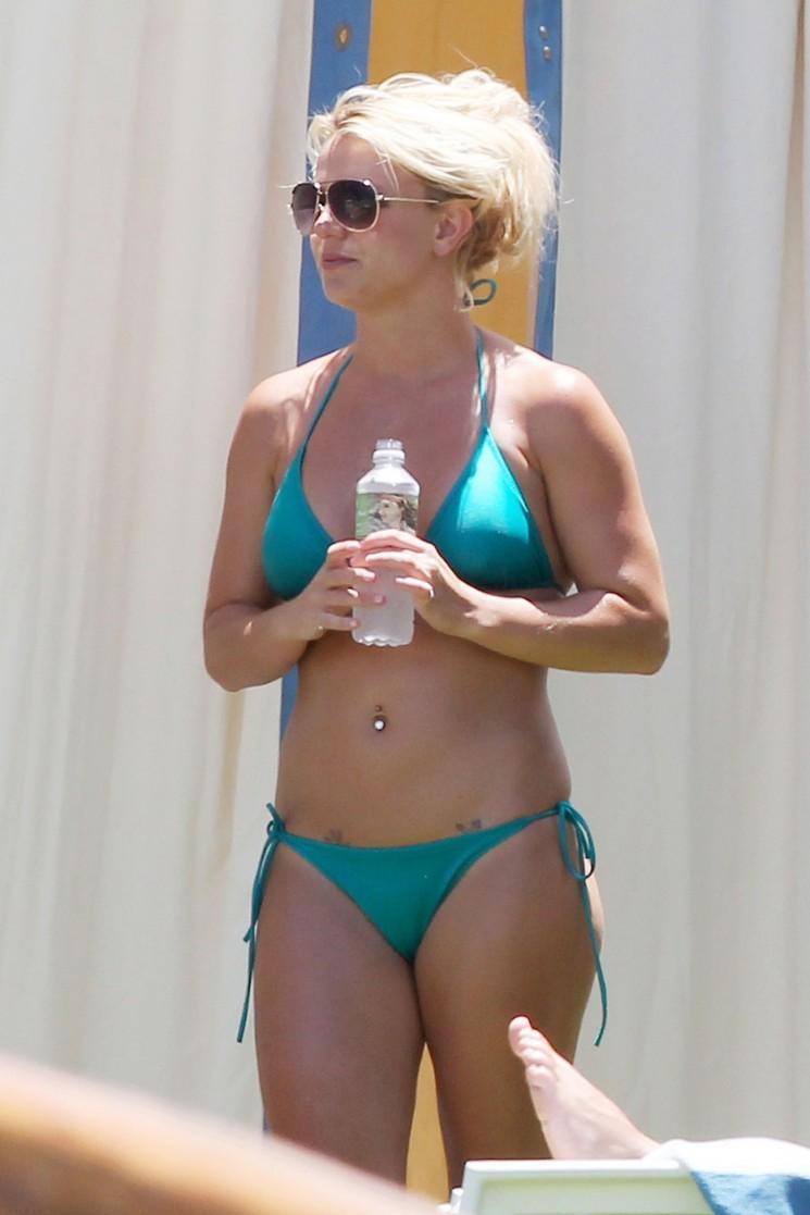 Spotted: Celebrity mamans battre la chaleur par Fêter piscine (Photos)