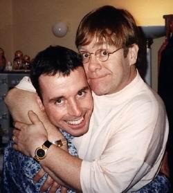 Elton John veut encore adopter