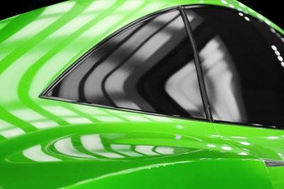 Installez Window Film dans la voiture correctement