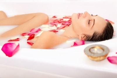 Bain de lait pour la peau souple - comment cela fonctionne: