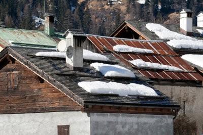 Sur la garde de montage de neige sur le toit - le faut noter