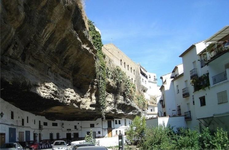 Setenil de Las Bodegas - la Ville construit dans la roche