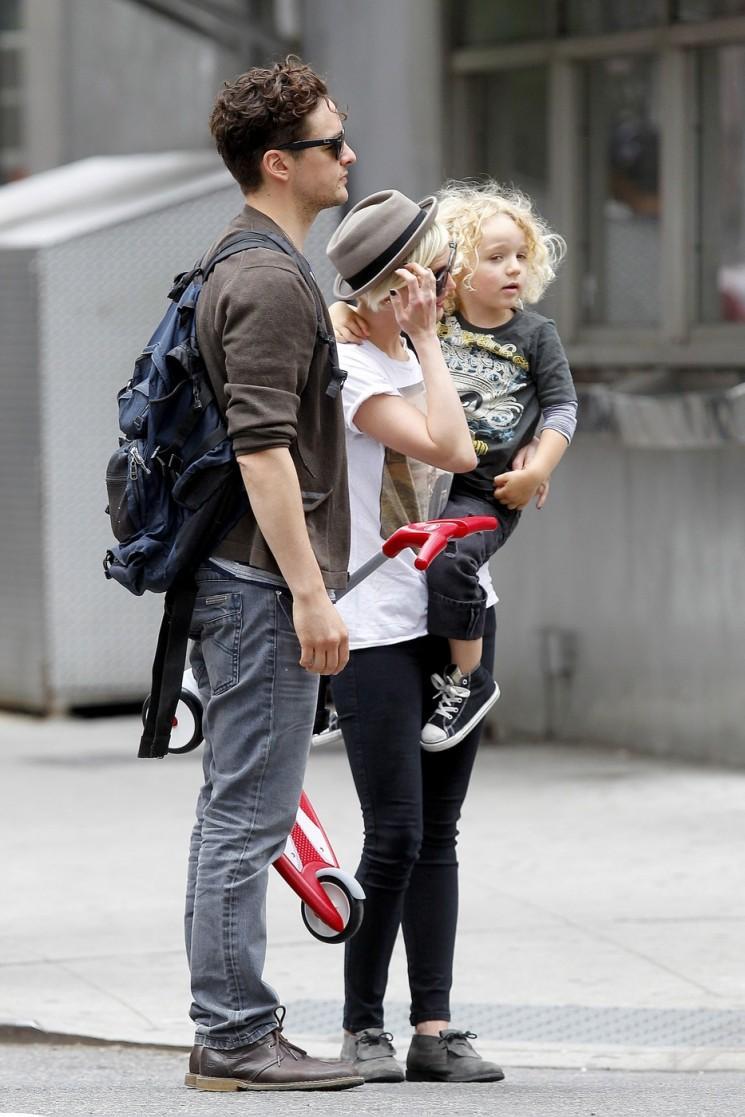 Ashlee Simpson et Bronx Run Du Paparazzi!  (Photos)