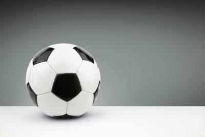 Bricoler le sujet du football - un tel succès une boule de papier mâché