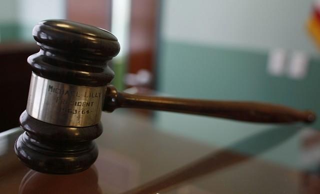 Juge Texas Commandes homme à épouser Amie ou passer du temps en prison