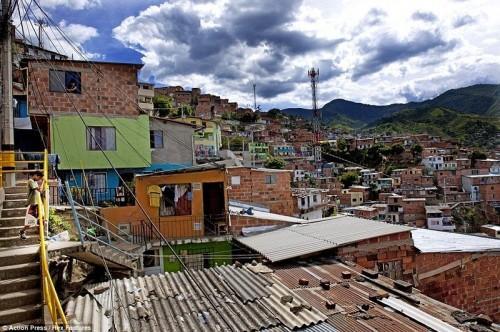 Massive Escalator extérieure dans la Comuna 13, Medellin