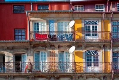 Parasol attacher fermement sur le balcon - alors allez-y
