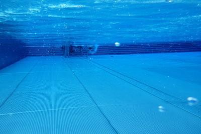 Lecteur mp3 tanche couter de la musique natation for Lecteur mp3 etanche piscine