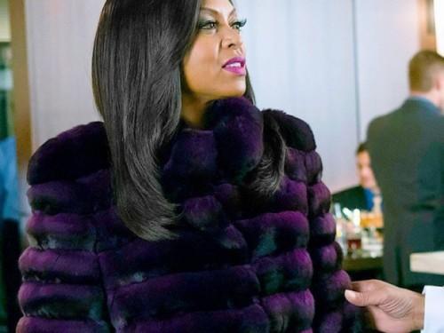 La mise aux enchères de Naomi Campbell côté de la célèbre robe 'Empire' elle.  Alors, euh, peut-on emprunter $ 12,000?