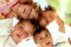 Organiser une chasse au trésor - des conseils et des idées pour la fête d'anniversaire d'enfants à l'extérieur