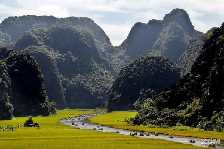 Montagnes karstiques et les rizières de Tam Coc, Vietnam