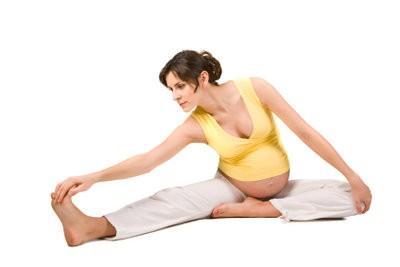 Jambes derrière votre tête - donc vous vous entraînez votre agilité avec le yoga