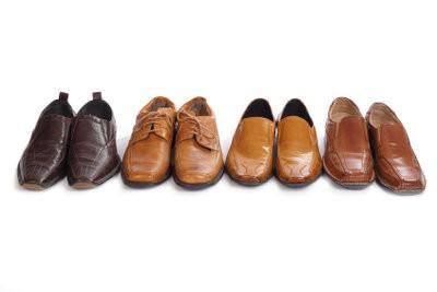 Comment enlever les taches de graisse sur les chaussures en cuir?