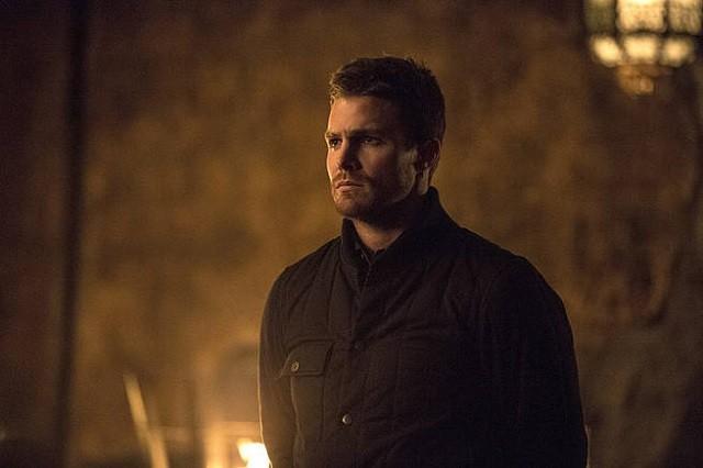 CW «flèche» Saison 3 Episode 20 spoilers: Oliver et Felicity Hook Up, Thea plonge dans le Lazarus Pit dans «The Fallen» [Vidéo]