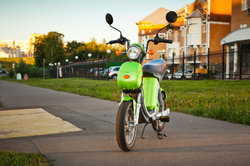 Différence entre un cyclomoteur et moto - pour les laïcs a simplement expliqué