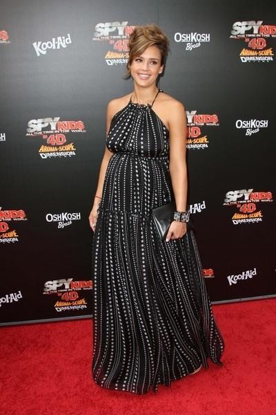 Jessica Alba Shows Off Her Star-cloutés bosse de bébé à Spy Kids 4 Premiere