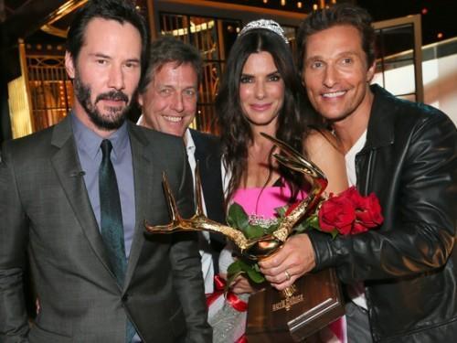 """Sandra Bullock a remporté le """"Décennie de Hotness"""" Prix et je ne sais pas comment se sentir About It"""