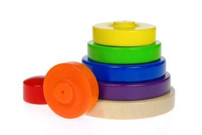 Assurez-bébé jouet lui-même - comment cela fonctionne avec du bois